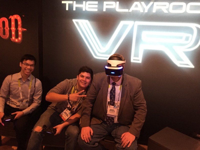 Dan-Photobomb-at-Sony-Playstation-VR-demo-area-1240x930