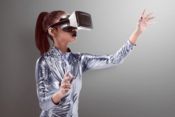 woman-wearing-vr-headset-2