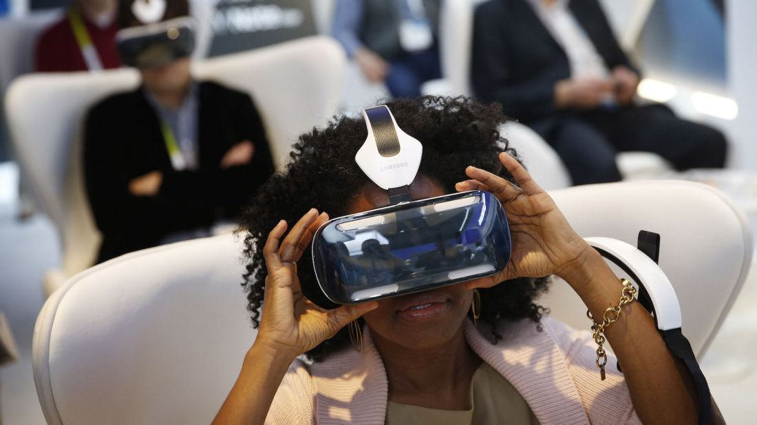woman-wearing-galaxy-vr.jpg